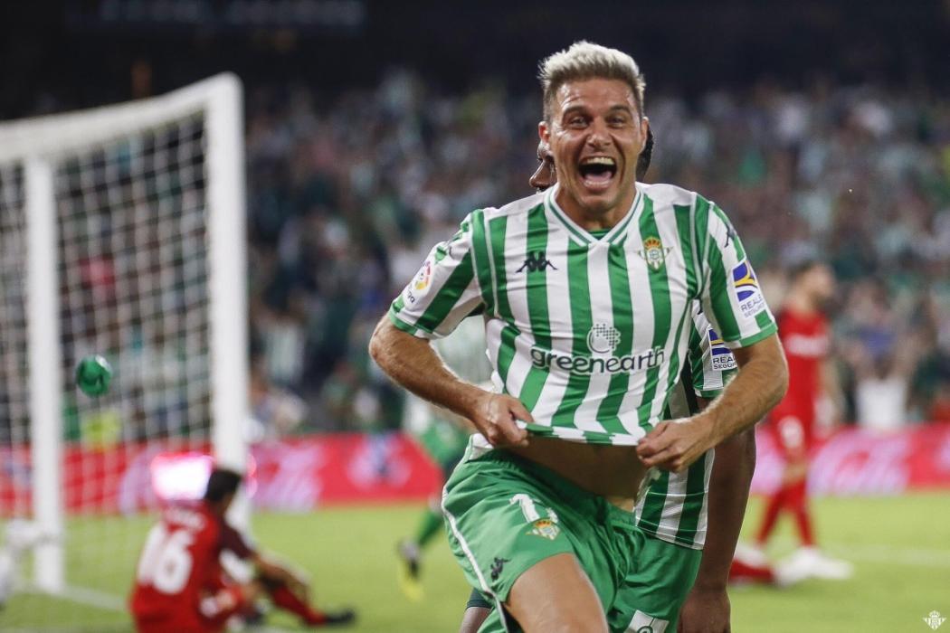 Joaquín felicita a Marc Márquez