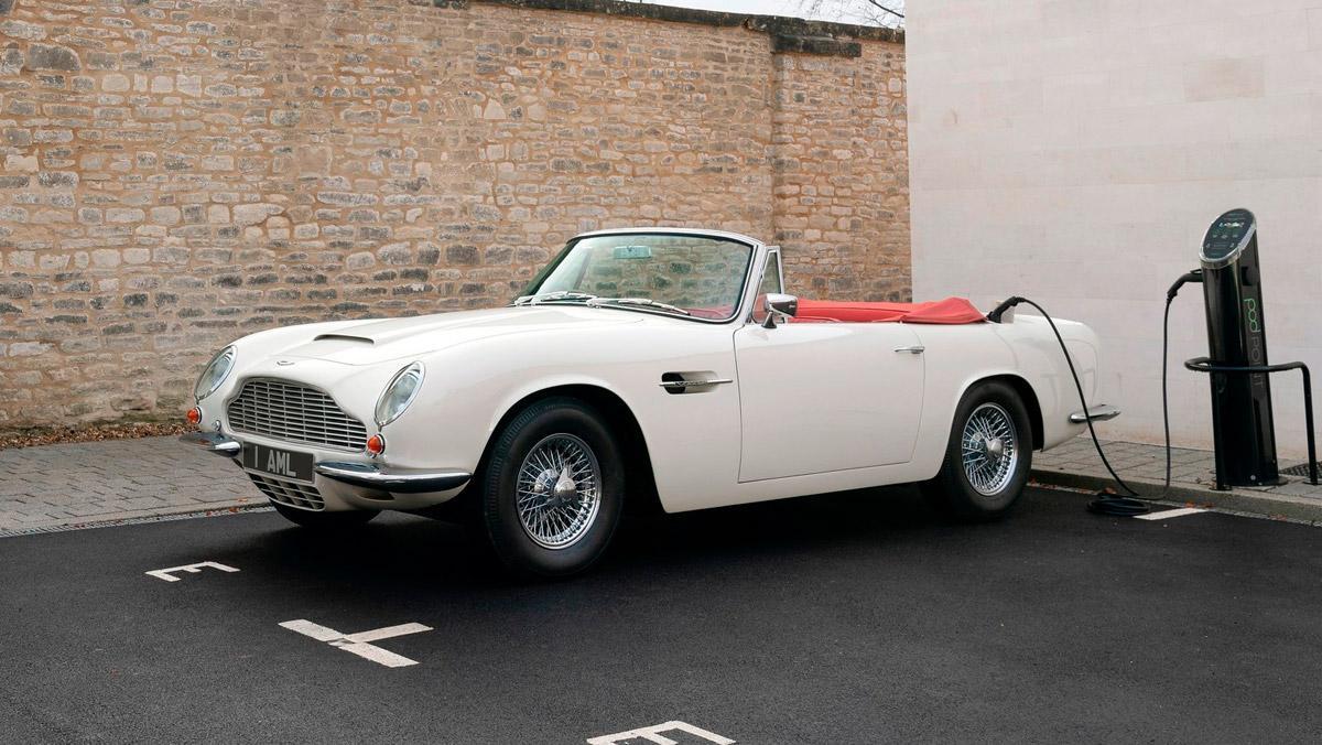 Aston Martin Heritage EV Concept (cargando)