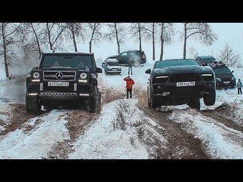 SUV de lujo en la nieve