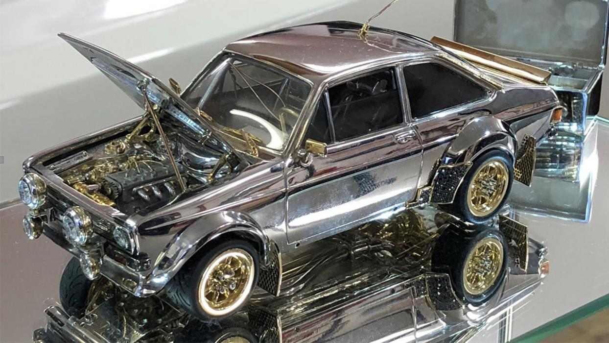 Ford Escort de oro, plata y diamantes