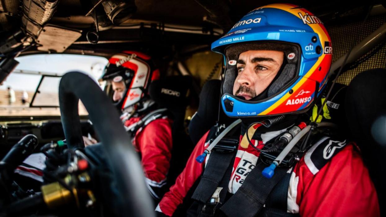 El casco de Alonso en el Rally de Marruecos