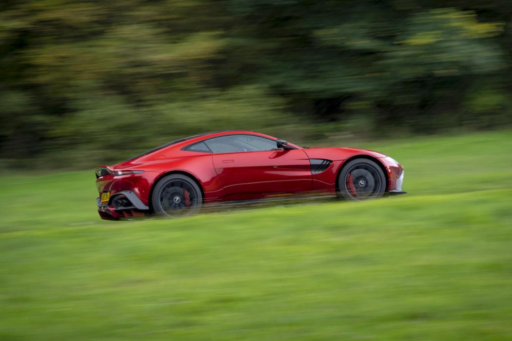 Prueba Aston Martin Vantage AMR