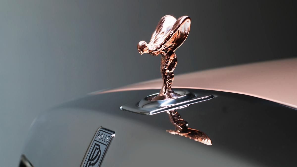 detalle lujo emblema icono figura escultura oro