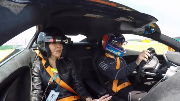 La 'hot lap' Alonso y Carina Lau en China F1 2018