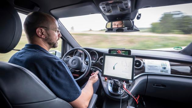 Conducción semiautonónoma de Mercedes-Benz