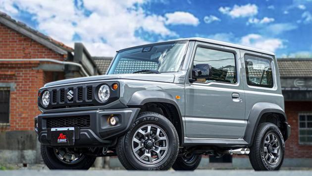 Suzuki Jimny escapes