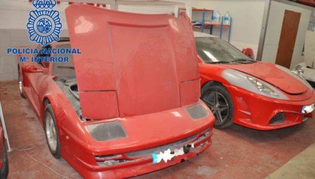 Transforma su coche en un Ferrari