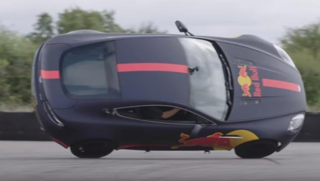 Horner pone un Aston Martin a dos ruedas
